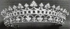 Another photo Wildcard 5 Diamond Tiara of Strawberry Leaves. Once set with rubies. Queen Victoria left it to her daughter, Princess Beatrice of Battenberg. Royal Crown Jewels, Royal Crowns, Royal Tiaras, Royal Jewelry, Tiaras And Crowns, Cartier, Strawberry Leaves, Diamond Tiara, Circlet