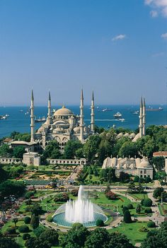 The Blue Mosque - Istanbul Week End Istanbul, Blue Mosque Istanbul, Capadocia, Istanbul Travel, Beautiful Mosques, Hagia Sophia, Islamic Architecture, Turkey Travel, Beautiful Places To Travel