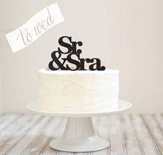 Topo de bolo em acrílico com dentes para afixar ao bolo de noivado/casamento.  Prazo de processamento do pedido: 3 dias úteis. Prazo de entrega: prazo de processamento + tempo dos correios. R$ 119,00