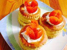 Tartaletas de hojaldre rellenas de queso Philadelphia y cangrejo