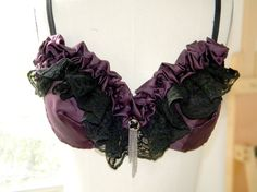 Ruffled purple and black bra Belly Dance Bra, Belly Dance Costumes, Tribal Costume, Tribal Fusion, Steampunk Clothing, Costume Makeup, Burlesque, Purple And Black, Tribal Style