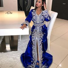 Ideas wedding dresses indian style saris for 2019 Morrocan Dress, Moroccan Caftan, Dress Indian Style, Indian Dresses, Fall Fashion Outfits, Indian Fashion, Muslim Fashion, Evening Dresses, Wedding Dresses