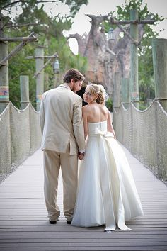 (Note - I am not pinning this because I now want a jungle themed wedding - I'm pinning solely because it's Brevard Zoo) Jennie & Daniel's tropical adventure-themed zoo wedding | Offbeat Bride