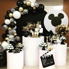 O ratinho mais famoso do mundo em preto e branco! from The most famous mouse in the world in black and white ! Mickey Mouse First Birthday, Mickey Mouse Clubhouse Birthday Party, Mickey Mouse Parties, Mickey Party, First Birthday Party Decorations, Wild One Birthday Party, Birthday Party Tables, Baby Birthday, Ballon
