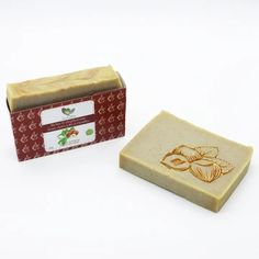 Our organic and vegan soaps are prepared in small batches to preserve their freshness. They are handmade with plant-based ingredients, following the traditional cold process method so that they retain all their moisturizing and emollient properties. ---- Nos savons biologiques et végétaliens sont préparés en petite qua