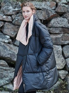 Cover up in a light spring puffer jacket for women made with down or synthetic fill. Exclusive Simons designs, Only, Vero Moda, Save The Duck, and more. Puffer Jackets, Winter Jackets, Oversized Puffer Coat, Down Coat, Winter Coat, The North Face, Style Inspiration, Clothes For Women, Women's Clothing