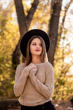 Portrait Photography Poses, Photography Poses Women, Autumn Photography, Fall Senior Pictures, Fall Portraits, Girl Photo Shoots, Foto Casual, Foto Pose, Fall Photos