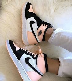 shoes sneakers nike Source by lillyschwandke too shoes Cute Nike Shoes, Cute Nikes, Retro Nike Shoes, Pink Nike Shoes, Nike Shoes Outfits, Shoes Sport, Outfits With Jordans, Cute Addidas Shoes, Nike Dresses