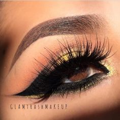 wowza! @glam_trash_makeup is sultry sexy beautiful! And of course she has my favorite lashes on CALYPSO and stacked with HYPATIA. How gorgeous are our lashes! She's already beautiful but lashes don't hurt. ✨✨✨✨ #mua #motd #eotd #lashes #falsies #powderandpandemonium