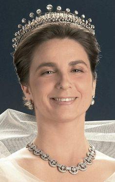 royal tiara - Isabel, duchess of Braganza. She's got my tiara on! Royal Crown Jewels, Royal Crowns, Royal Tiaras, Royal Jewelry, Tiaras And Crowns, Royal Brides, Royal Weddings, Diamond Tiara, Circlet