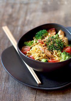 noodles com frango e legumes - Sabores de Canela
