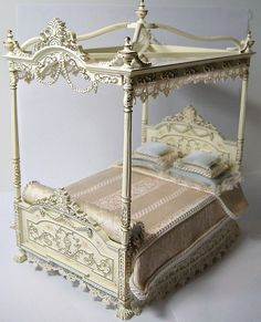 Gorgeous Dollhouse Miniature Canopy Bed!!