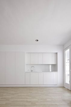 Modern Design : Small Minimal Apartment Design in White Minimal Kitchen, Minimal Home, Küchen Design, Home Design, Design Ideas, Ibiza, Minimal Apartment, Minimal House Design, Hidden Kitchen