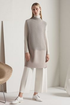 The complete TSE Fall 2017 Ready-to-Wear fashion show now on Vogue Runway. Knit Fashion, Fashion 2017, Look Fashion, Runway Fashion, Winter Fashion, Fashion Show, Fashion Outfits, Womens Fashion, Fashion Design