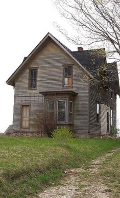 old abandoned buildings of michigan Abandoned Farm Houses, Old Abandoned Buildings, Old Farm Houses, Abandoned Mansions, Old Buildings, Abandoned Places, Spooky Places, Haunted Places, Creepy Old Houses