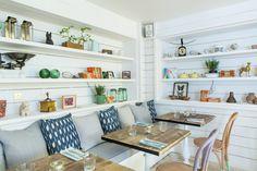 Mesas com sofá - Hally's Cafe