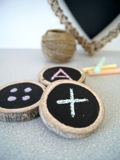 DIY Holzscheiben als Spielsteine für Kinder mit genialen Spielideen | von Fantasiewerk