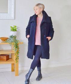 Winter essentials - Deborah wears warm leggings | 40plusstyle.com