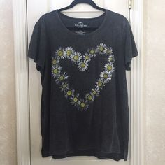 Daisy Heart Tee Dark gray graphic tee with pocket. The brand is Well Worn - from Target. Tops Tees - Short Sleeve