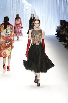 En cet avant-dernier jour de fashion week parisienne, l'influente créatrice taïwanaise Wang Chen Tasai-Hsia, dite Shiatzy Chen, a rendu à son pays un hommage dans les règles de l'art et...