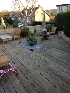 Scaffold board decking Pallet Decking, Decking Ideas, Garden Beds, Home And Garden, Garden Paving, English Country Gardens, Design Your Dream House, Garden Structures, Back Gardens