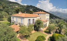"""La maison française de luxe Chanel a annoncé, mercredi, le rachat de la villa La Pausa, une """"demeure imaginée, construite et décorée"""" par sa fondatrice, Gabrielle """"Coco"""" Chanel. Cette dernière est située sur les hauteurs de Roquebrune-Cap-Martin."""