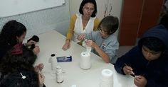 Escola de SC usa aulas de crochê para debater consumismo e igualdade sexual