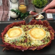 Discover recipes, home ideas, style inspiration and other ideas to try. Easy Snacks, Easy Healthy Recipes, Healthy Snacks, Easy Meals, Tasty Videos, Food Videos, Pasta Recipes, Cooking Recipes, Good Food