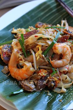 Char Kuey Teow (炒粿條/Penang Fried Flat Noodles)  recipe. Click on pic for tips and more info  ||  and on this link Recipe http://rasamalaysia.com/char-kuey-teow/2/