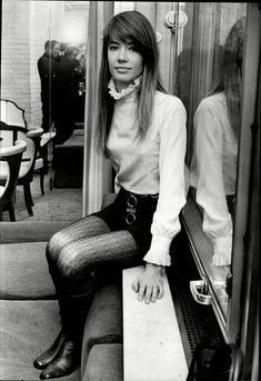 How To Master the French Wardrobe à la Françoise Hardy 60s Fashion Trends, 1960s Fashion, Vintage Fashion, Beatnik Fashion, Sporty Fashion, Ski Fashion, Fashion Styles, Fashion Brands, Fashion Ideas