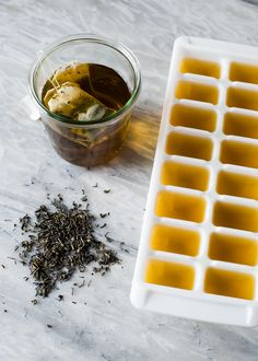 UOGoals: Make use out of your green tea stash! green tea puffy eye cubes | with plenty of antioxidants and a dose of caffeine, it's a perfect eye soother.