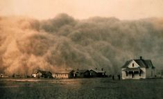 Bone-dry fields, dark skies, and death-by-dust-pneumonia: remembering the horrors of the Dust Bowl can help us fight climate change. Haunting Photos, Dust Storm, Dust Bowl, Great Depression, Felder, Dark Skies, Modern History, Extreme Weather, Summer Looks