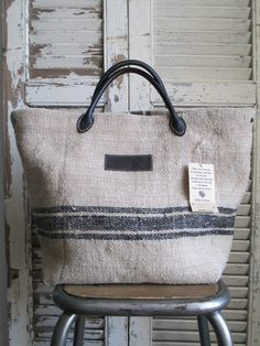 © Si un mas m'était conté - Sac en chanvre Handmade Handbags, Handmade Bags, Diy Bags Purses, Sack Bag, Jute Bags, Linen Bag, Denim Bag, Small Bags, Bag Making