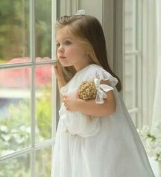 Little girls in pretty dresses and bows in their hair.So Southern! Precious Children, Beautiful Children, Beautiful Babies, Flower Girls, Flower Girl Dresses, Baby Kind, Baby Love, Baby Baby, Fashion Kids