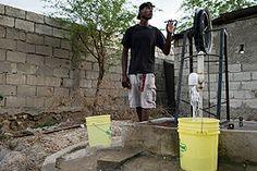 Ruim 92% van de totale Giro555-opbrengst voor de slachtoffers van de aardbeving in Haïti is besteed. Tot nu toe hebben de Samenwerkende Hulporganisaties 103 miljoen euro uitgegeven aan noodhulp en wederopbouw. 'Haïti heeft de afgelopen jaren hoopvolle stappen gezet', zegt actievoorzitter en Oxfam Novib directeur Farah Karimi. Foto:Anna Fawcus/Oxfam