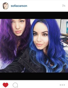 Dove Cameron and Sofia Carson - Disney Descendants - Mal and Evie Descendants Wicked World, Disney Channel Descendants, Descendants Cast, Disney Channel Stars, Descendants Videos, Descendants Costumes, Sophia Carson, Mal And Evie, Hairspray Live