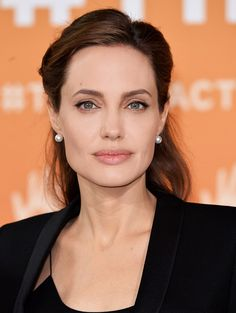 Loving the natural, toned-down look Angelina Jolie's been opting for lately.