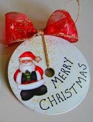 Risultati immagini per como decorar un cd para navidad Christmas Mason Jars, Christmas Ornaments To Make, Christmas Love, Christmas Bulbs, Christmas Crafts, Record Crafts, Cd Crafts, Crafts For Kids, Navidad Simple