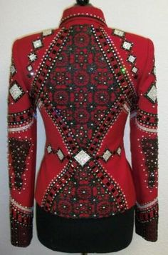 I love the deep red and that it cinches the waist.