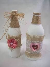 Continue to make your own part counter led lamp applying an upcycled beer flask. Diy Bottle, Wine Bottle Crafts, Bottle Art, Baby Food Jar Crafts, Mason Jar Crafts, Decorated Wine Glasses, Decorated Jars, Yarn Bottles, Wine Bottle Centerpieces