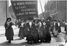 Londres, 1911 Charlotte Despard e colegas sufragistas em uma reunião da Federação Nacional de Mulheres Trabalhadoras Fonte: Iconografia da História (page do fb) Xxx
