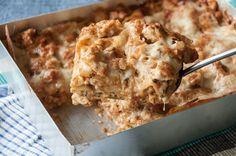 Λαζάνια με κοτόπουλο και τυριά από τον Άκη Πετρετζίκη! Ίσως η αγαπημένη και πιο νόστιμη συνταγή για λαζάνια στον φούρνο με λιωμένα τυριά! Ο τέλειος συνδυασμός!
