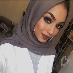 Gorgeous @sabinahannan in our Charcoal Grey Premium Chiffon Wrap. #hijab #fashion #hijabfashion #modestfashion #ootd