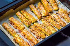 Parmesan Baked Zucchini is a great vegetable side dish or appetizer for your party or family dinner! Zucchini Pommes, Bake Zucchini, Zucchini Fries, Zucchini Rolls, Cooking Recipes, Healthy Recipes, Low Carb Recipes, Healthy Dishes, Food Swap