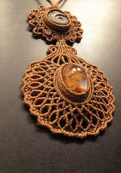 Macramè necklace with lodolite quartz and fossil ammonite.
