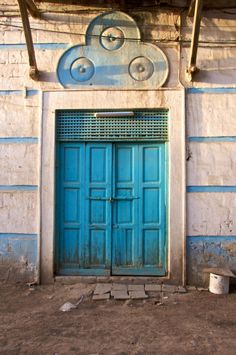 Eritrea, porta blu a Massawa (by cesare.salvetti) I seem to have developed a love for this faded blue cracked wood