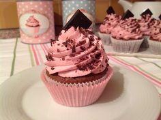 Brownie cupcakes with raspberry icing / s malinovým krémem Brownie Cupcakes, Cheesecake Brownies, Cake Cookies, Mini Cupcakes, Cupcake Recipes, Baking Recipes, Cap Cake, Chocolate Pies, Sweet Recipes