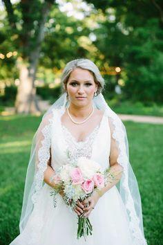 Wedding Veils that are actually affordable! I LOVE this!! Must save this. |wedding veils, lace veils, drop veils, mantilla veils, simple veils, bridal veils