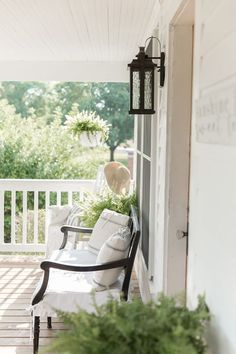 Farmhouse Porch Curb