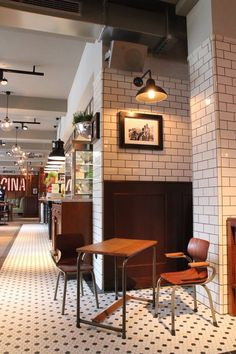 L'Osteria Münster. Product: Hex Pattern 1 - Hex StoneGlass White & Hex StoneGlass Black